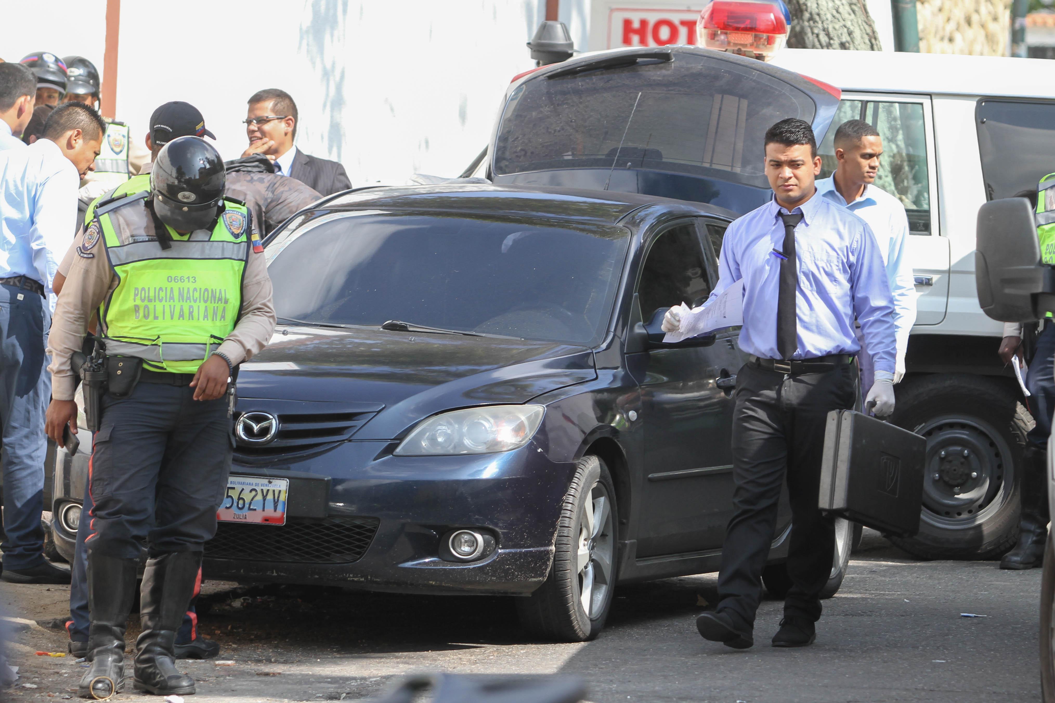 Viernes 07/08/2015 Sucesos/ Caracas Dama asesinada localizada dentro de un Vehiculo descuartizada en la calle los Hoteles de Los Manolos Las Palmas con avenida Andres Bello Fotografo: Carlos Ramirez